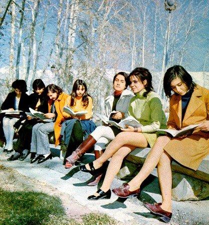 খোমেনির ১৯৭০ বিপ্লবের পূর্বে ইরানিয়ান ওম্যান